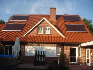 Einfamilienhaus heizt mit der Sonne